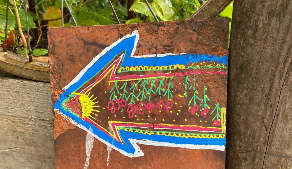 Decorative arrow painted onto a tile